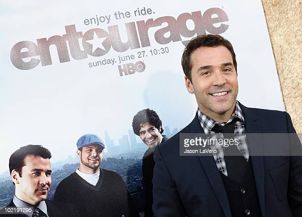 """Actor Jeremy Piven attends the season 7 premiere of HBO's """"Entourage"""" at Paramount Studios on June 16, 2010 in Los Angeles, California."""