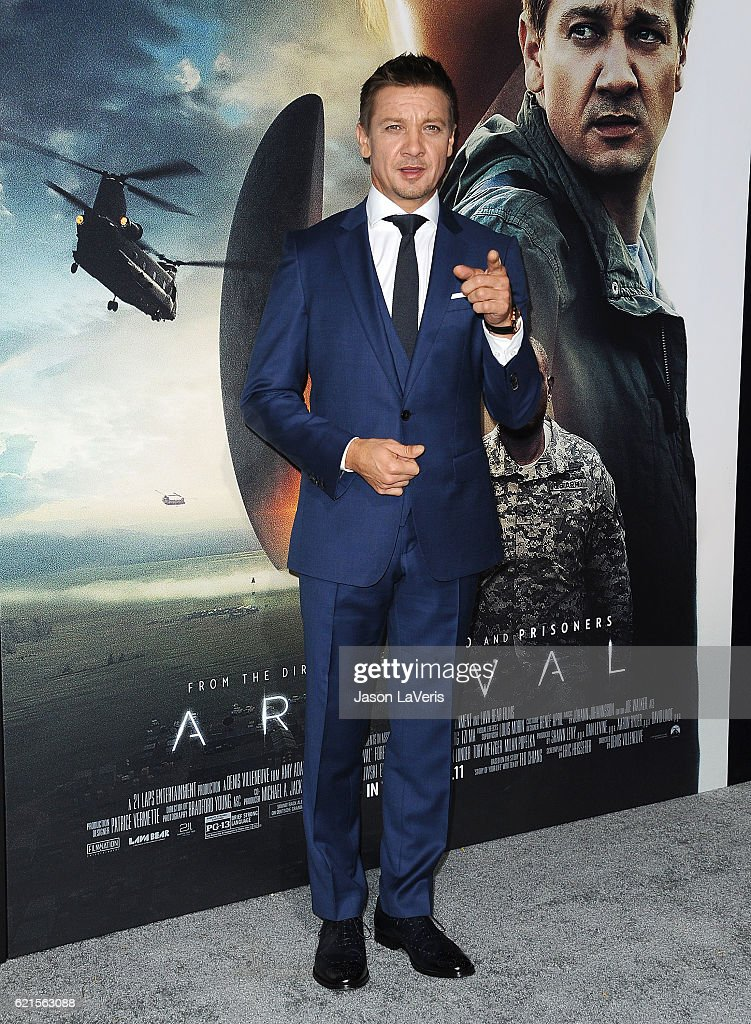 """Premiere Of Paramount Pictures' """"Arrival"""" - Arrivals : News Photo"""