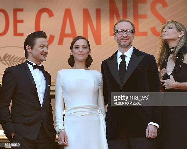 US actor Jeremy Renner French actress Marion Cotillard US director James Gray and his wife Alexandra Dickson pose on May 24 2013 as they arrive for...