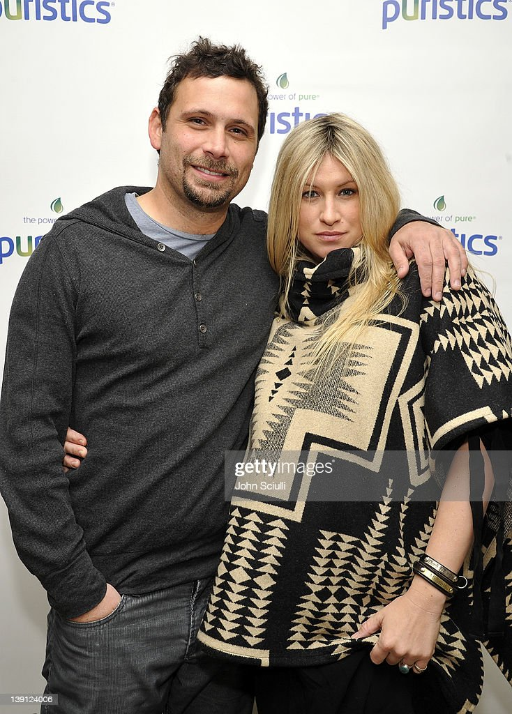 """Cheryl Hines Pampers """"Suburgatory"""" Cast At Launch Party For New Skincare Line Puristics : News Photo"""
