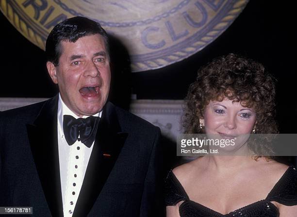 Actor Jerry Lewis and wife Sandee Lewis attend New York Friar's Club Tribute Honoring Barbara Walters on May 14 1988 at the Waldorf Hotel in New York...