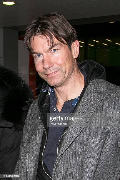 Actor Jerry O'Connell arrives at Aeroport Roissy Charles de Gaulle on November 27 2016 in Paris France