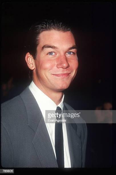 Actor Jerry O''Connell attends the premiere of the film Jerry Maguire at Pier 88 December 6 1996 in New York City The film tells the story of a...
