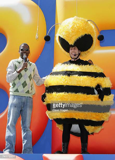 Actor Jerry Seinfeld poses with fellow actor Chris Rock after sliding down from the Carlton Hotel dressed as a bee to promote the film 'Bee Movie'...