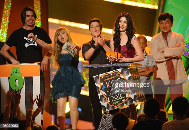 Actor Jerry Trainor actress Jennette McCurdy actor Nathan Kress and actress Miranda Cosgrove accept the Favorite TV Show award from actor Jackie Chan...