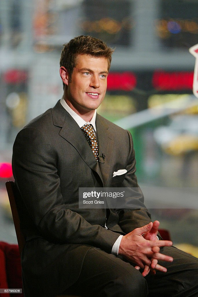 Actor Jesse Palmer the Bachelor and teammates at Planet Hollywood April 14, 2004 in New York City.