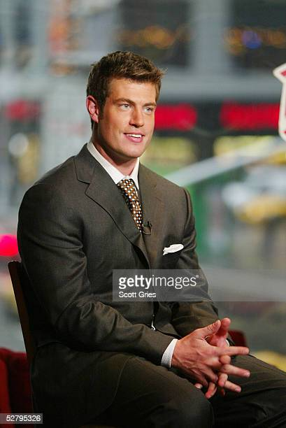 Actor Jesse Palmer the Bachelor and teammates at Planet Hollywood April 14 2004 in New York City
