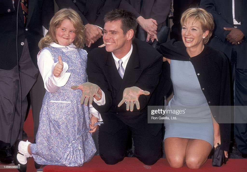 Jim Carrey places his hand and footprints in cement : News Photo