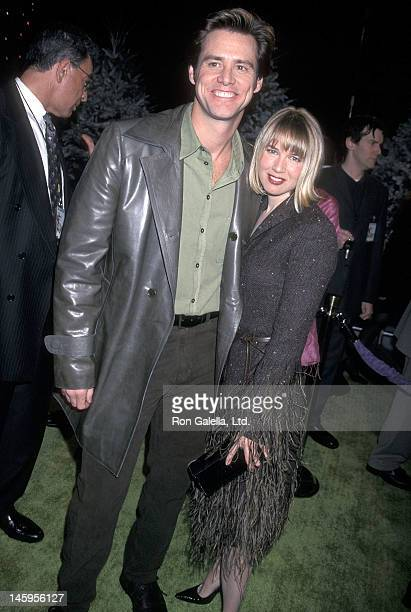 Actor Jim Carrey and actress Renee Zellweger attend The Grinch Universal City Premiere on November 8 2000 at the Universal Amphitheatre in Universal...