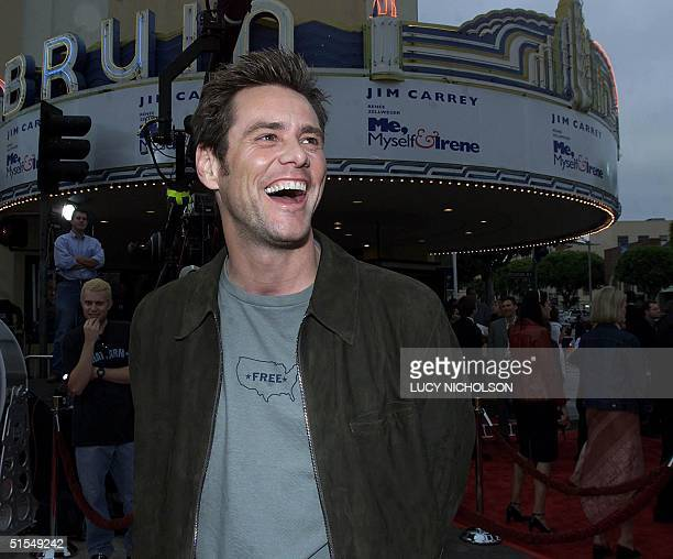 US actor Jim Carrey arrives at the premiere of his new film Me Myself Irene in Los Angeles 15 June 2000 The film is directed by the Farrelly brothers...