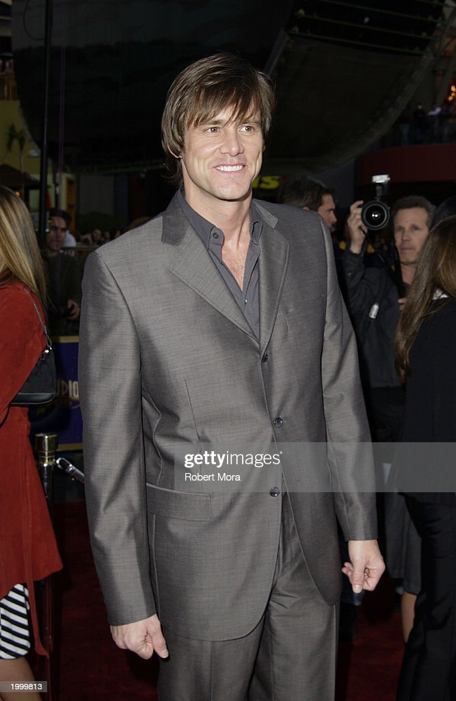 Los Angeles Premiere Of Bruce Almighty : News Photo