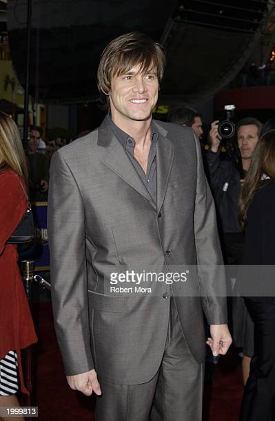 Actor Jim Carrey attends the premiere of Universal Pictures' Bruce Almighty at the Universal Amphitheater May 14 2003 in Los Angeles California The...