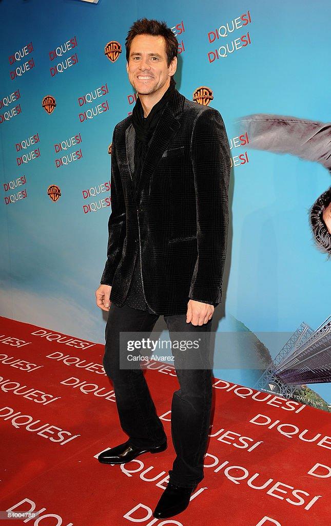 Jim Carrey & Zooey Deschanel Attend Yes Man Premiere : News Photo