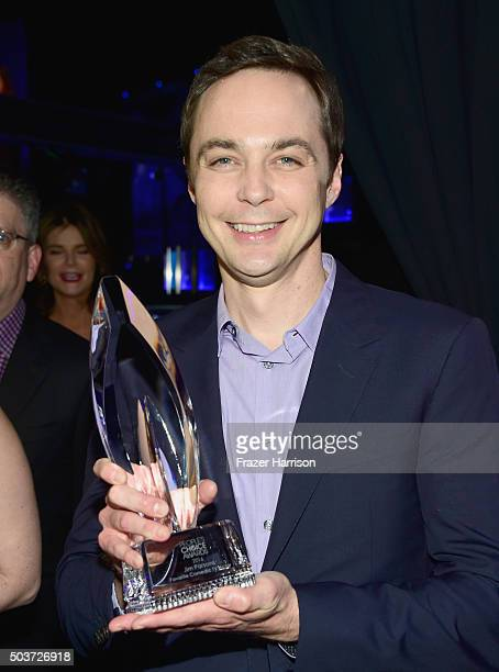 Actor Jim Parsons winner of the award for Favorite TV Show attends the People's Choice Awards 2016 at Microsoft Theater on January 6 2016 in Los...