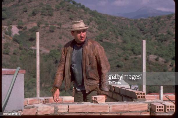 Actor Jimmy Nail in character as Jeffrey 'Oz' Osborne on the Spanish set of comedy drama series Auf Wiedersehen, Pet, circa 1986.