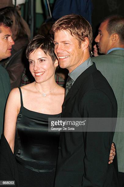 Actor Joel Gretsch and his wife Melanie attend the premiere of The Legend Of Bagger Vance at the Sony Lincoln Square Theater October 29 2000 in New...