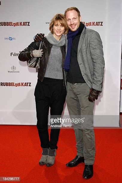 Actor Johann von Buelow and wife Katrin von Buelow attend the RUBBELDIEKATZ Premiere at Cinemaxx on November 30 2011 in Berlin Germany