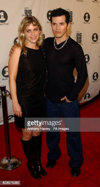Actor John Leguizamo and his wife Justine Maurer attends the VH1 Big in 2002 Awards at the Grand Olympic Auditorium