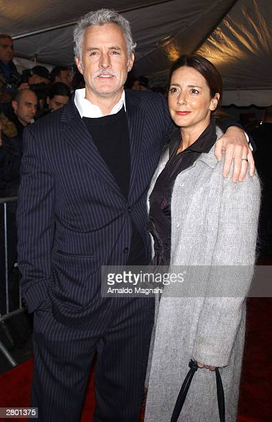 "Actor John Slattery and actress Talisa Soto arrive at the world premiere of ""Mona Lisa Smile"" at the Ziegfeld Theatre December 10, 2003 in New York..."
