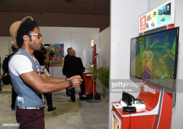 Actor Johnathan Fernandez plays Arms at the Nintendo booth at the 2017 E3 Gaming Convention at Los Angeles Convention Center on June 15 2017 in Los...