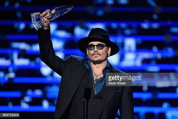 Actor Johnny Depp accepts Favorite Dramatic Movie Actor award onstage during the People's Choice Awards 2016 at Microsoft Theater on January 6 2016...
