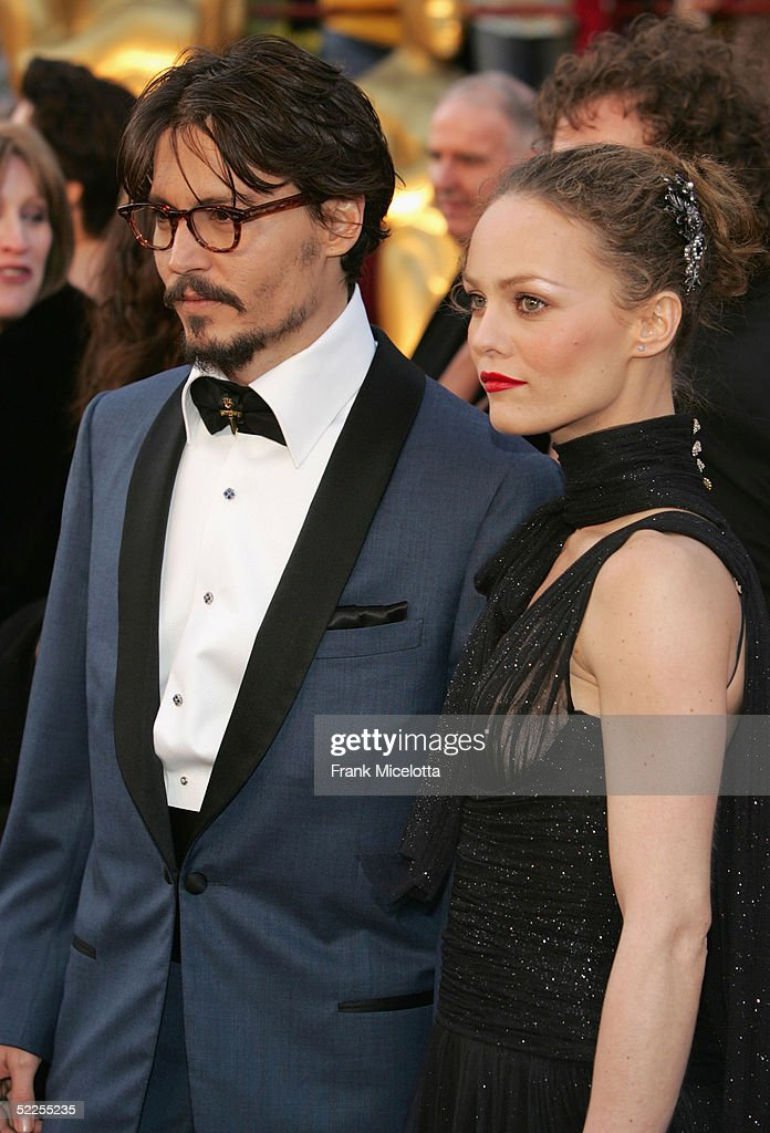 Actor Johnny Depp (L) and his fiance Vanessa Paradis arrive at the 77th Annual Academy Awards at the Kodak Theater on February 27, 2005 in Hollywood, California.
