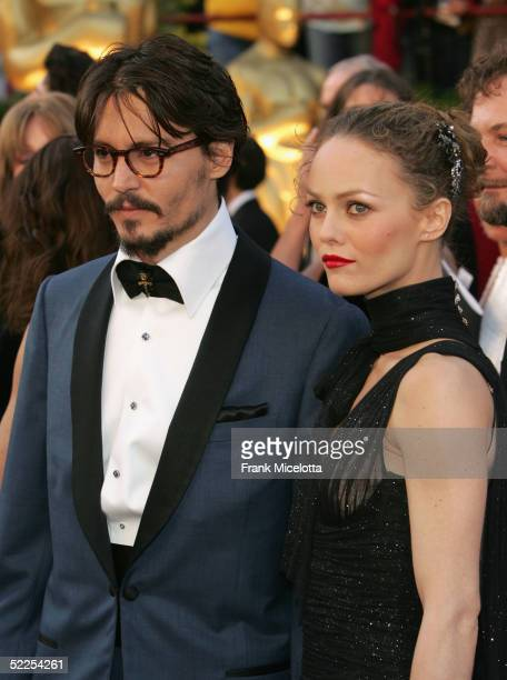 Actor Johnny Depp and partner Vanessa Paradis arrive at the 77th Annual Academy Awards at the Kodak Theater on February 27 2005 in Hollywood...