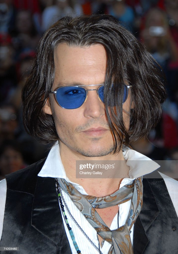 Actor Johnny Depp attends the premiere of Walt Disney's 'Pirates Of The Caribbean: At World's End' held at Disneyland on May 19, 2007 in Anaheim, California. Proceeds from the world premiere of Walt Disney's 'Pirates Of The Caribbean: At World's End' will benefit the Make-A-Wish Foundation of America and Make-A-Wish International.