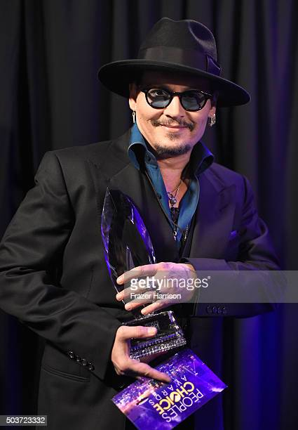 Actor Johnny Depp winner of the award for Favorite Movie Actor attends the People's Choice Awards 2016 at Microsoft Theater on January 6 2016 in Los...