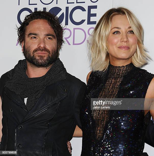 Actor Johnny Galecki and actress Kaley Cuoco pose in the press room at the 2016 People's Choice Awards at Microsoft Theater on January 6 2016 in Los...