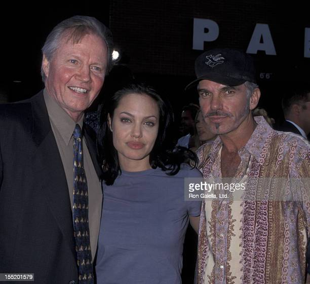 Actor Jon Voight actress Angelina Jolie and Billy Bob Thornton attend the world premiere of 'Gone In 60 Seconds' on June 5 2000 at Mann Theater in...