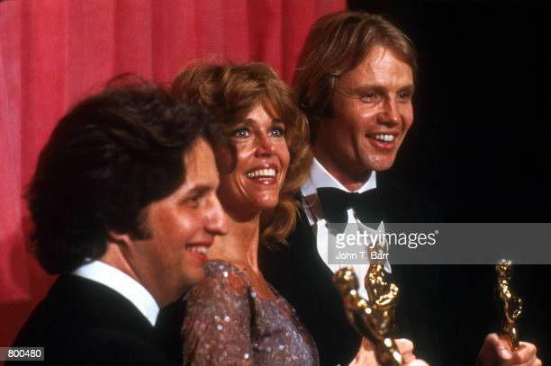 Actor Jon Voight and actress Jane Fonda hold their Oscars at the Academy Awards April 9 1979 in Los Angeles CA Both Voight and Fonda won Oscars for...
