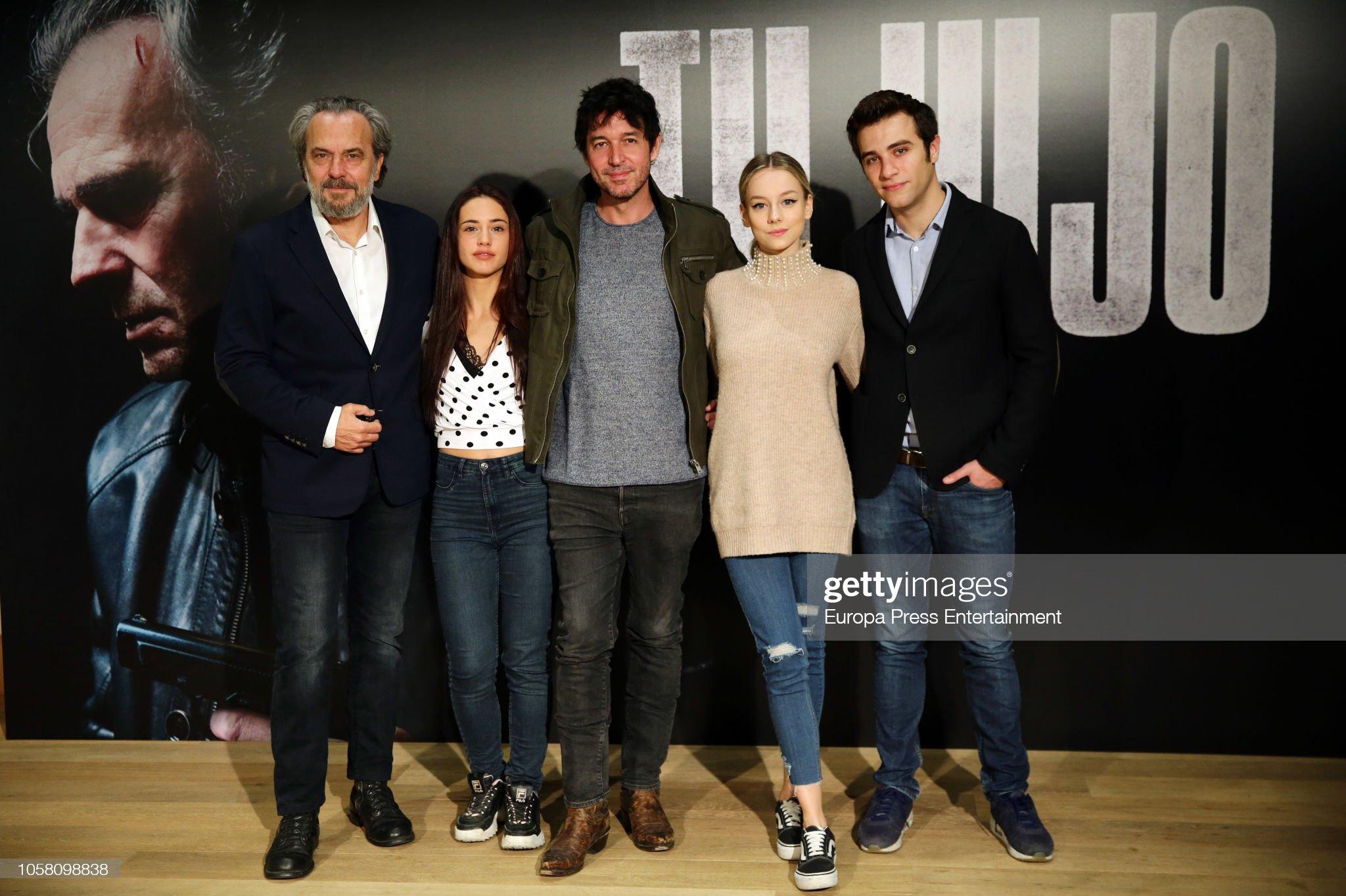 ¿Cuánto mide Ester Expósito? - Altura - Real height Actor-jose-coronado-actress-asia-ortega-director-miguel-angel-vivas-picture-id1058098838?s=2048x2048
