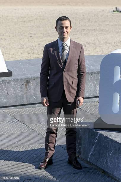 Actor Joseph Gordon-Levitt attends 'Snowden' photocall during 64th San Sebastian Film Festival at Kursaal on September 22, 2016 in San Sebastian,...