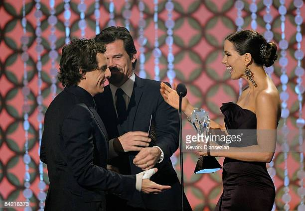 """Actor Josh Brolin and actress Kate Beckinsale present Ben Stiller the Best Comedy award for """"Tropic Thunder"""" onstage during VH1's 14th Annual..."""
