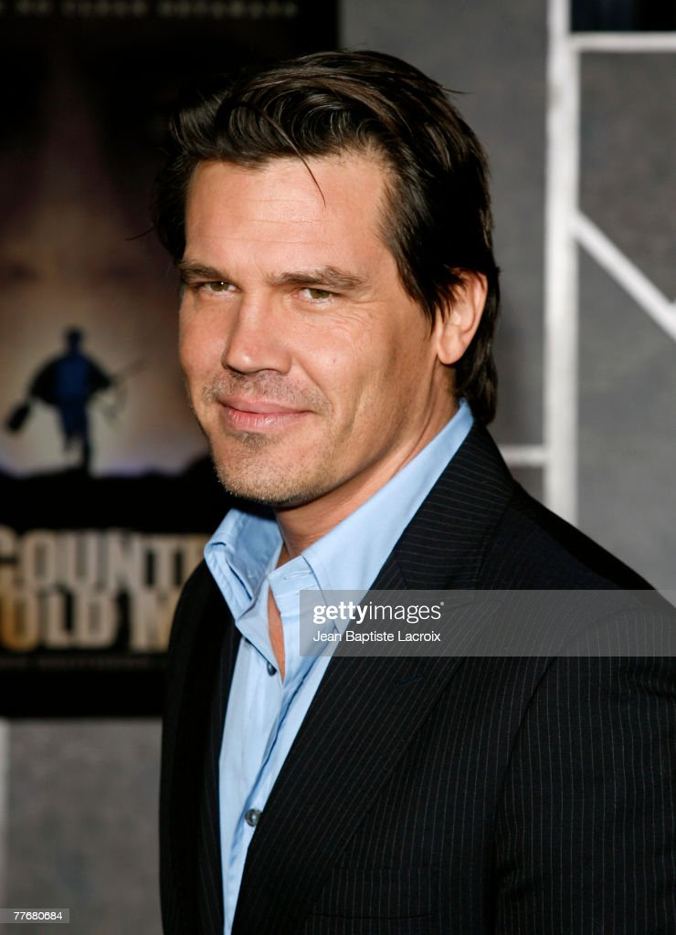 Actor Josh Brolin arrives at the premiere of Miramax Films' 'No Country For Old Men' held at the El Capitan Theater on November 4, 2007 in Hollywood, California.