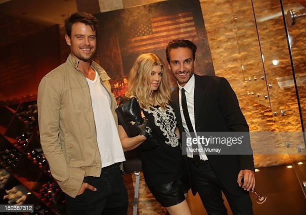Actor Josh Duhamel singer Fergie and artist Antonio del Prete attend CARTELART presents Mutual Consent Featuring Jordi Molla Antonio del Prete Mark...