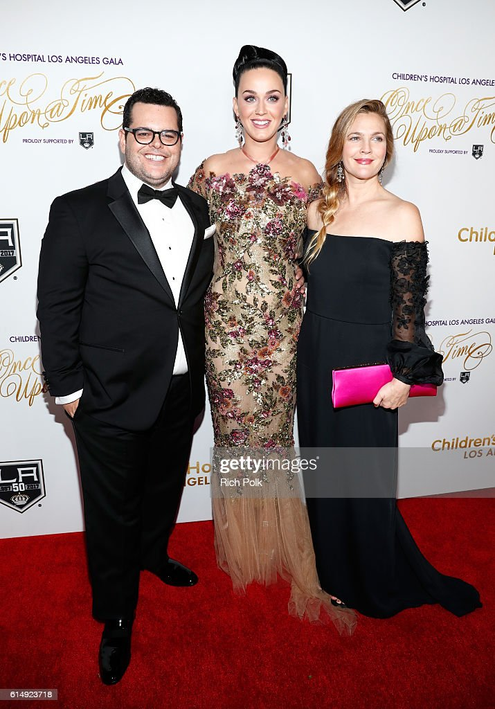 Actor Josh Gad, singer Katy Perry, and actress Drew Barrymore attend 2016 Children's Hospital Los Angeles 'Once Upon a Time' Gala at The Event Deck at L.A. Live on October 15, 2016 in Los Angeles, California.