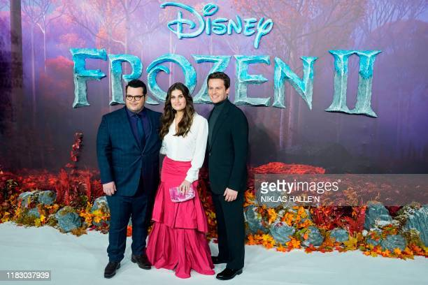 US actor Josh Gad US actor Idina Menzel and US actor Jonathan Groff pose on the red carpet as they arrive to attend the European premiere of the film...