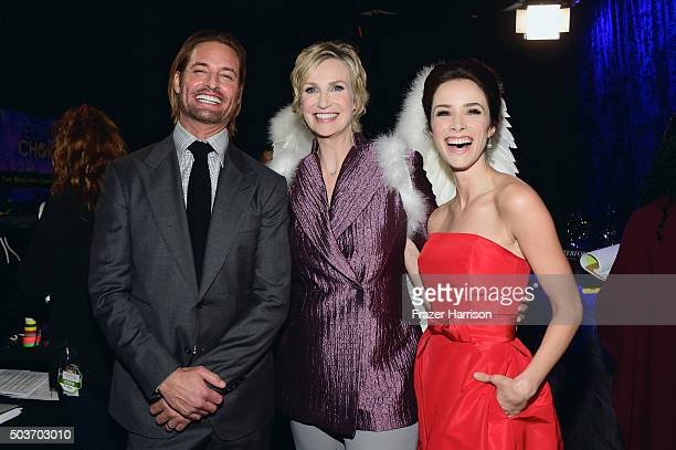 Actor Josh Holloway host Jane Lynch and actress Abigail Spencer attend the People's Choice Awards 2016 at Microsoft Theater on January 6 2016 in Los...