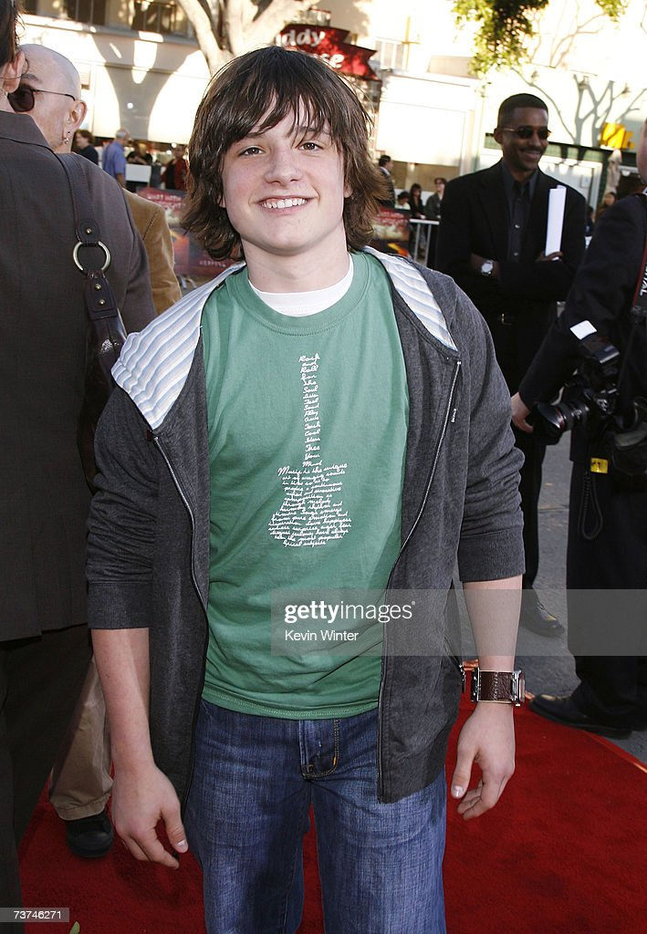 """Premiere of Warner Bros.' """"The Reaping"""" - Arrivals : News Photo"""