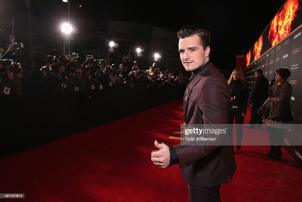 Premiere Of Lionsgate's 'The Hunger Games: Mockingjay - Part 2' - Red Carpet : News Photo