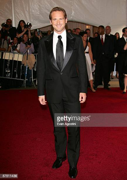 Actor Josh Lucas attends the Metropolitan Museum of Art Costume Institute Benefit Gala Anglomania at the Metropolitan Museum of Art May 1 2006 in New...