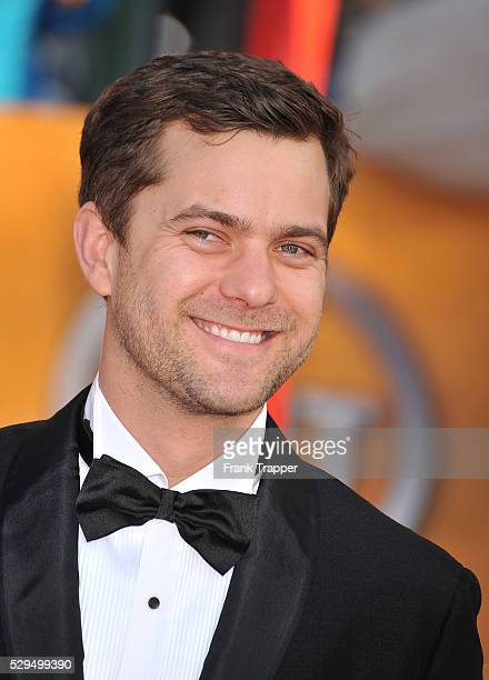 Actor Joshua Jackson arrives at the 16th Annual SAG Awards held at the Shrine Auditorium