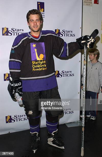 Actor Joshua Jackson arrives at the 2nd Annual 'Stars With Sticks' Celebrity Hockey Game at the Health South Training Center on January 17 2004 in El...