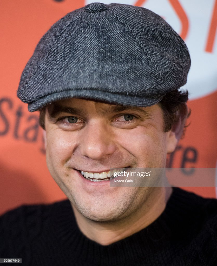 Actor Joshua Jackson attends the 'Smart People' photo call at Second Stage Theatre on January 20, 2016 in New York City.