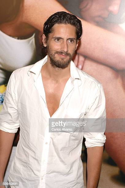 Actor Juan Diego Botto arrives at the Spanish premiere of Princesas at the Palacio de la Musica cinema on September 1 2005 in Madrid Spain