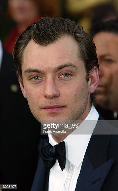 Actor Jude Law attends the 76th Annual Academy Awards at the Kodak Theater on February 29 2004 in Hollywood California