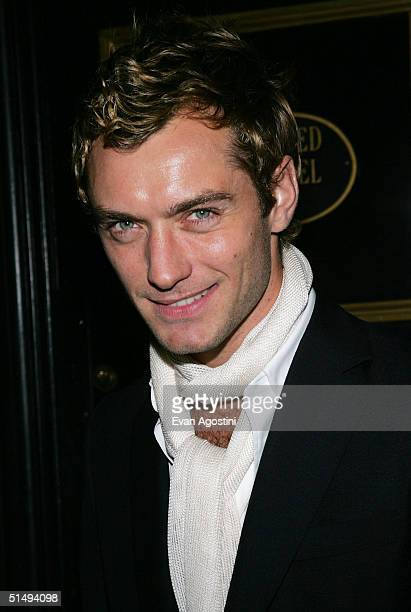Actor Jude Law attends the New York Premiere of Alfie at The Ziegfeld Theatre on October 18 2004 in New York City