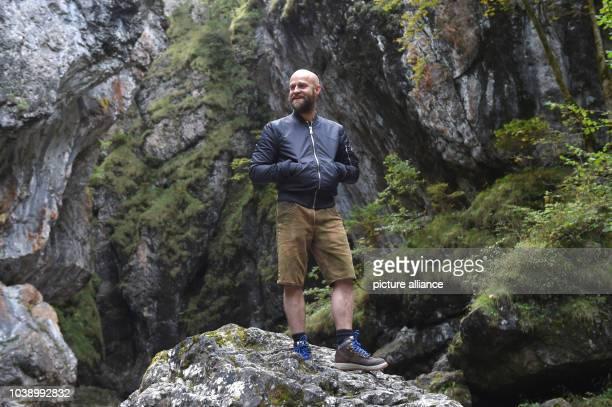 Actor Juergen Vogel pictured on the set of ICEMAN - Die Legende von Oetzi in Eschenlohe, Germany, 27 September 2016. PHOTO: FELIX HOERHAGER/DPA  ...